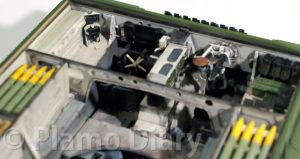 運転手用バイザーブロック、機関銃の取り付け