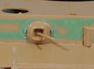 防水カバーの留め具はアベールのエッチングパーツ