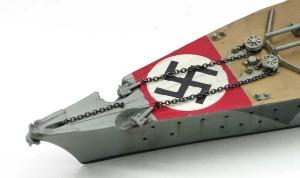 艦首の錨の鎖