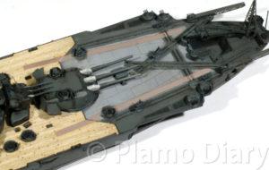 航空甲板のデカール貼り