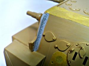 伸ばしランナーで溶接痕を追加