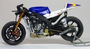 ヤマハ・YZR-M1'09 バイクの仮り組み