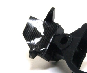 ヤマハ・YZR-M1'09 カーボンデカールを貼る