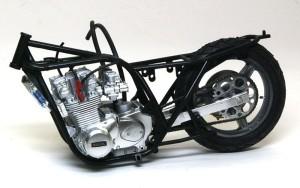 カワサキ・Z1-R改 フレームの組立て