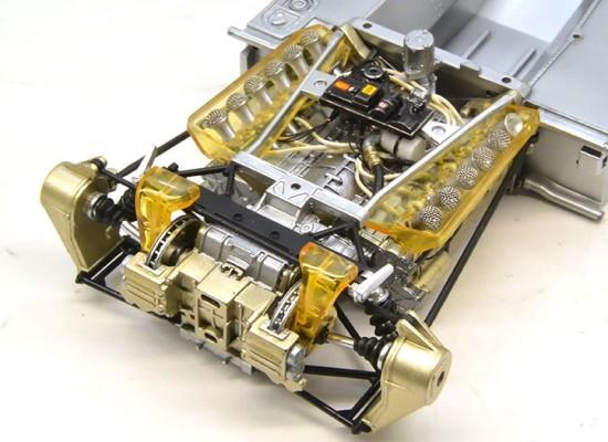 トランスミッションとリアサスの組み立て