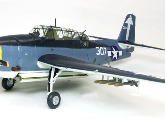 主翼の取り付け TBM-3アヴェンジャー