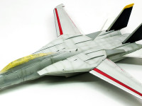 細部の塗り分けと補助翼の取り付け