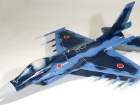 デカール貼り 支援戦闘機F-2A