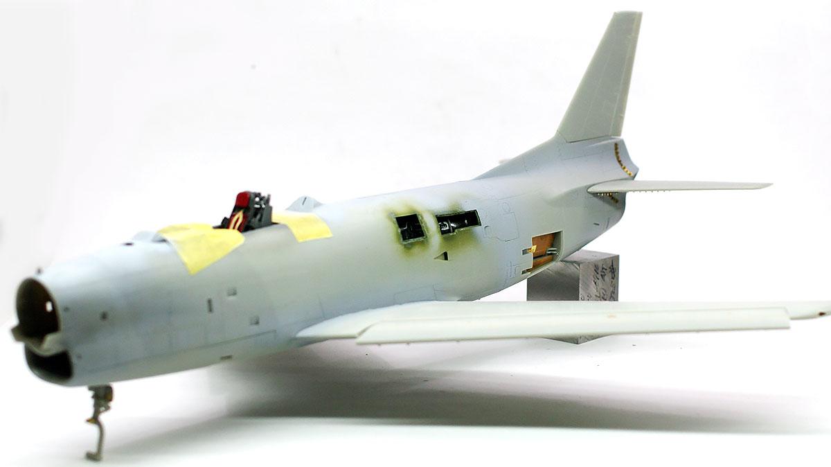 機体の整形と尾翼の取り付け
