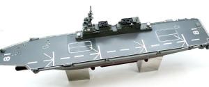 飛行甲板のデカール貼り