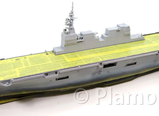 船体細部の組み立て