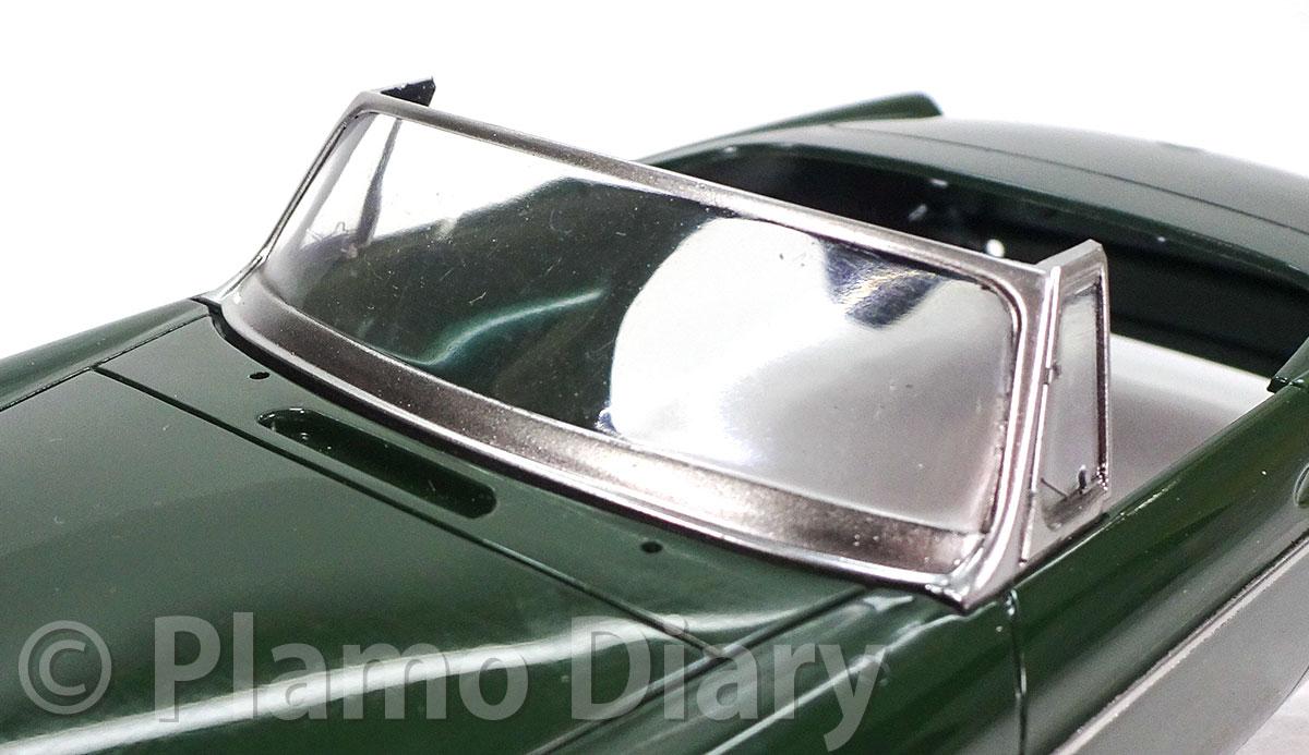 窓枠のメッキシルバー