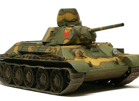 ソ連軍の主力戦車のT-34のスターリングラード・トラクター工場(STZ)製です。結構マニアックな車輌ですよね。