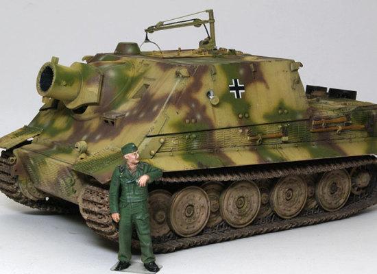 三色迷彩は塗装図にあった第1001突撃臼砲中隊のものにしました。低めのコントラストにしたつもりでも、まだまだコントラストはしっかりありますね。