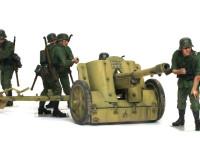 砲身は短く初速は低いのですが、成形炸薬弾を使うことでT-34などに対抗しました。命中率が低いのが玉に瑕です。