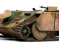走行中と戦闘中で車高を変えられる装置を持っており、今回は車高をほとんど最低にまで落とした状態で制作してみました。この方がE-10らしいですよね。