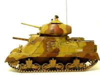これが横から見た写真です。それにしても不細工な形の戦車ですね。第二次世界大戦にヴィジュアル部門があったらドイツ軍の圧勝ですね。(なんじゃそりゃ!)