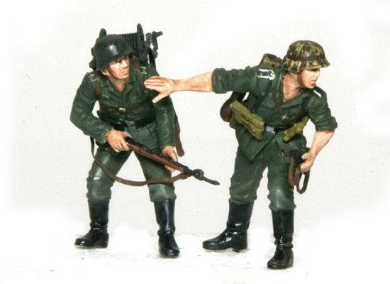 こうして組み合わせるとシチュエーションが一目でわかります。リールを背負った兵士のポーズもすごく自然ですね。