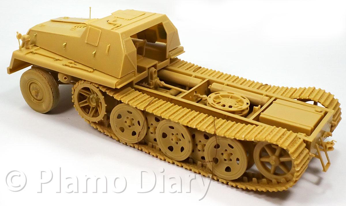 車体前部装甲の組み立て
