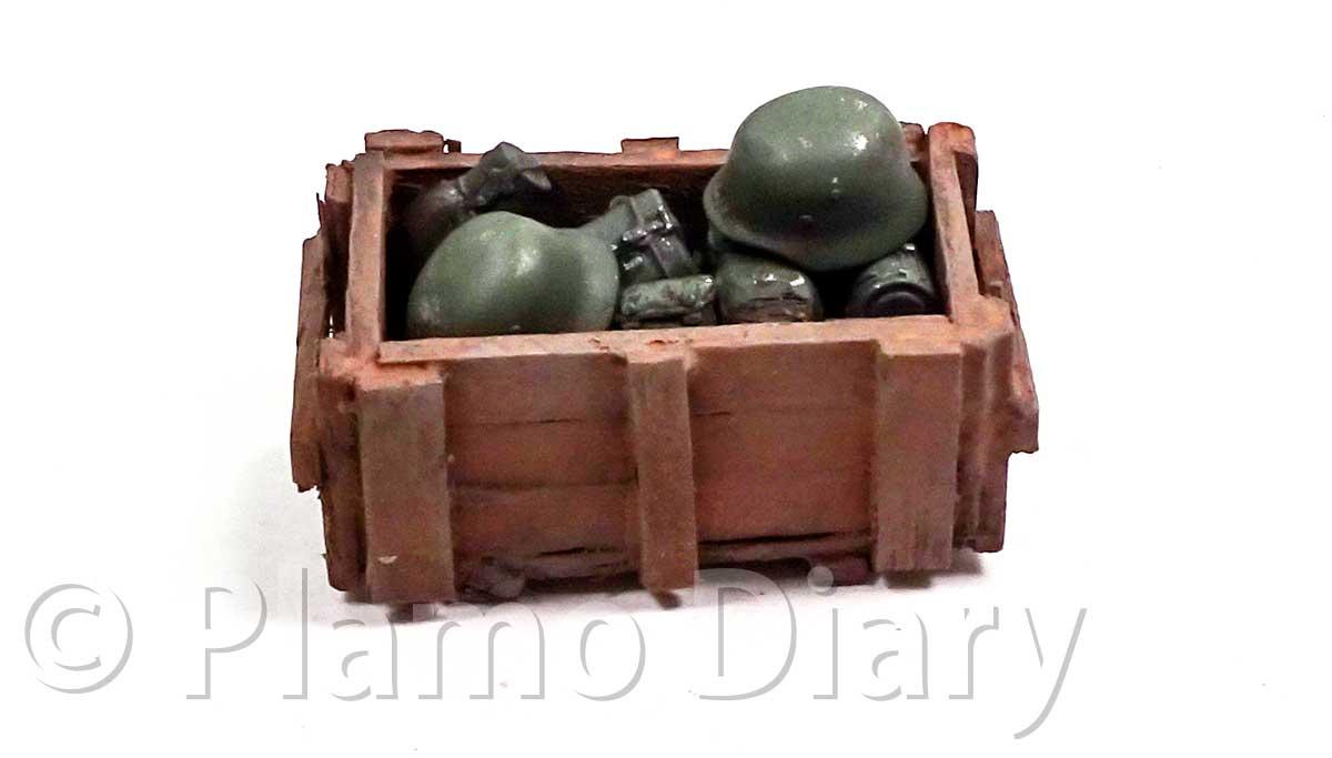 装備品と木箱