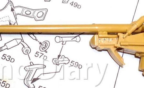 砲身と揺架の組み立て