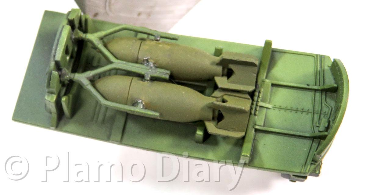 兵器槽と爆弾の塗装