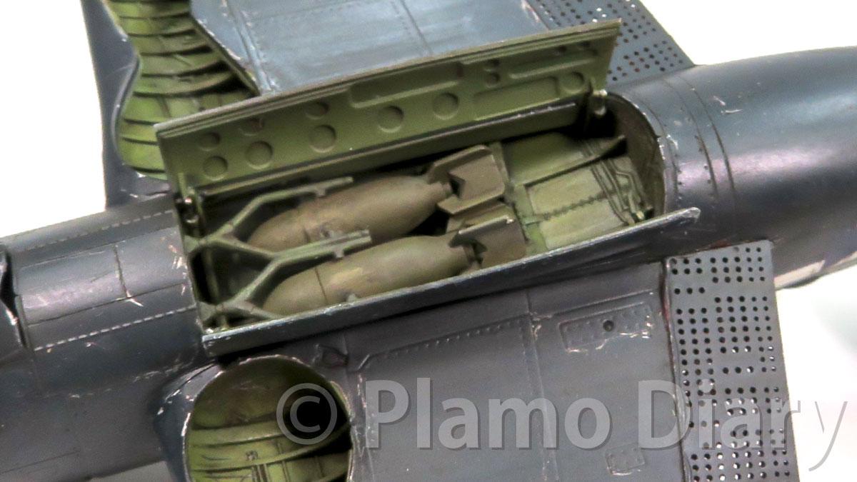 爆弾倉のフタの組み立て