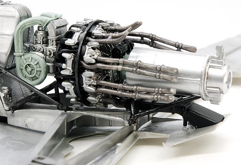エンジンの組み付けと排気管の取り付け