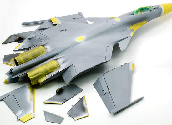 機体細部の塗装とマスキング