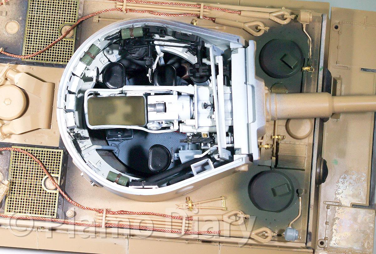 砲塔内部の塗装