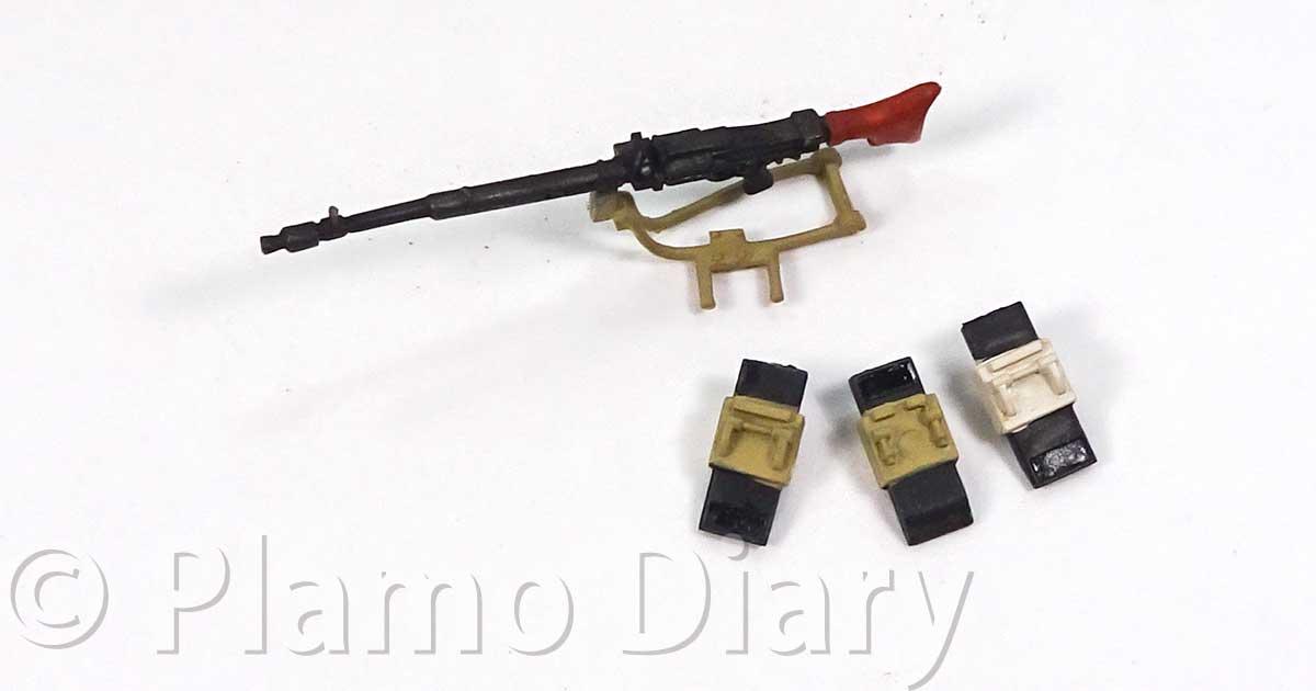 ペリスコープと車載機関銃の塗装