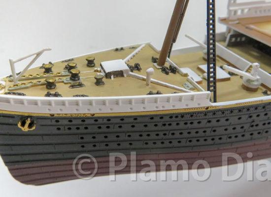 船首甲板の製作