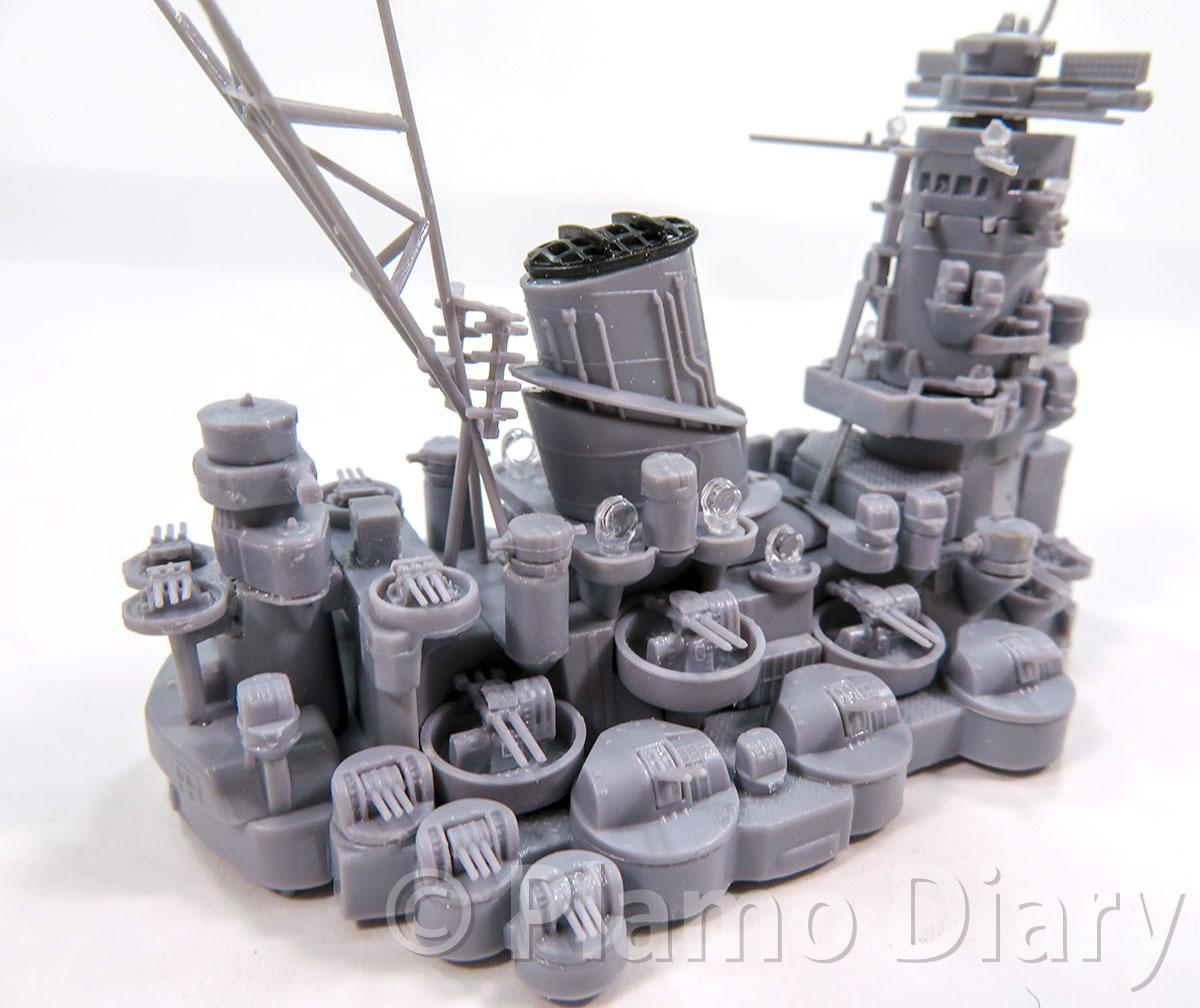 艦橋・煙突などの組み立て